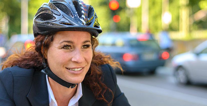 Så bär du cykelhjälmen på rätt sätt